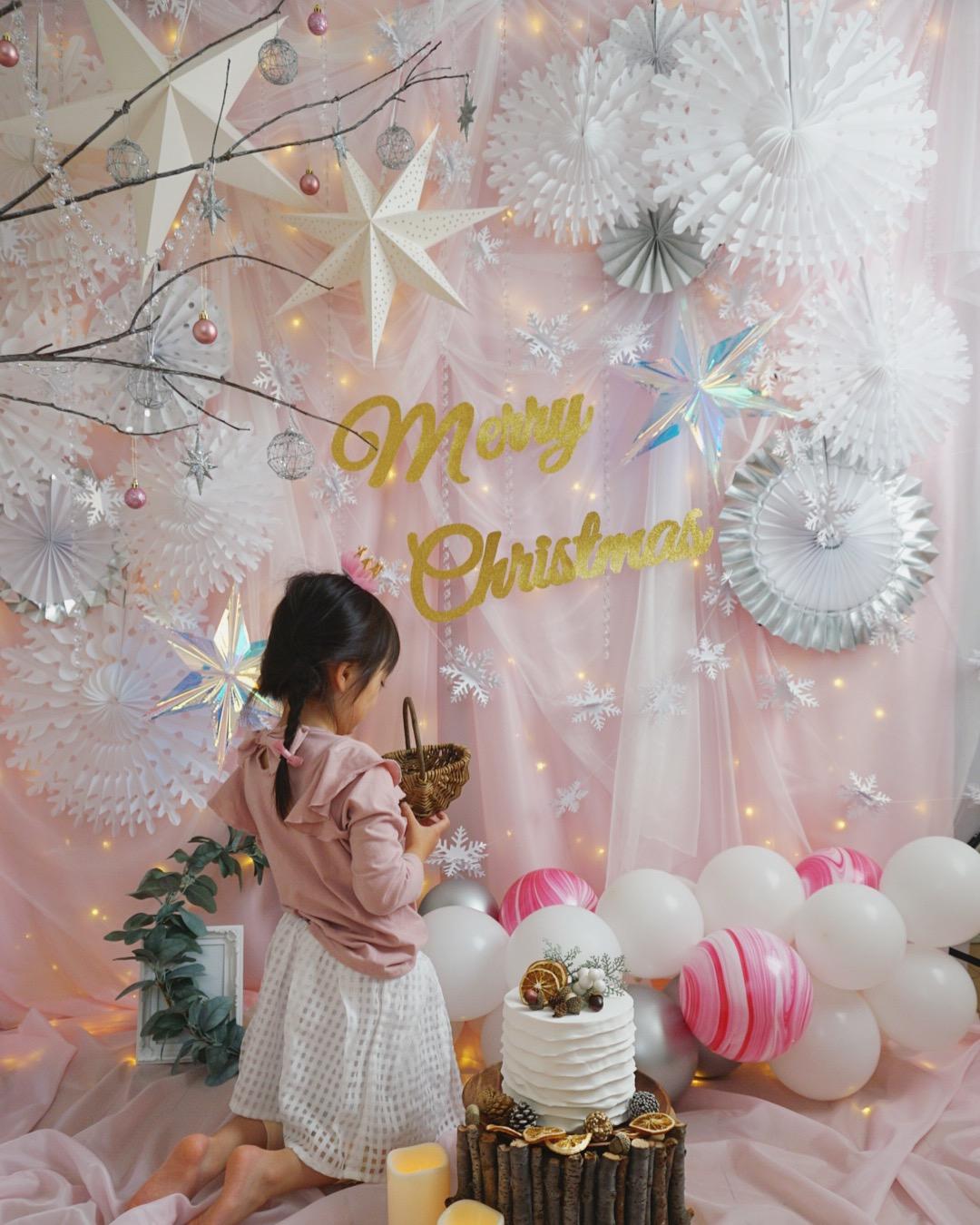 Slider: 【プラスワンクリスマス】プリンセス クリスマス フォトブース~淡いピンクの雪の世界を表現したフォトブースで撮影を