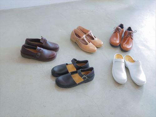 そう、NAOTの靴と風の栖の服